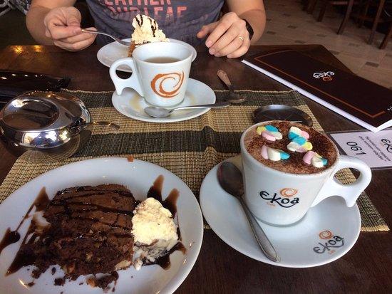 Ekoa Café : chocolate with marshmallows!