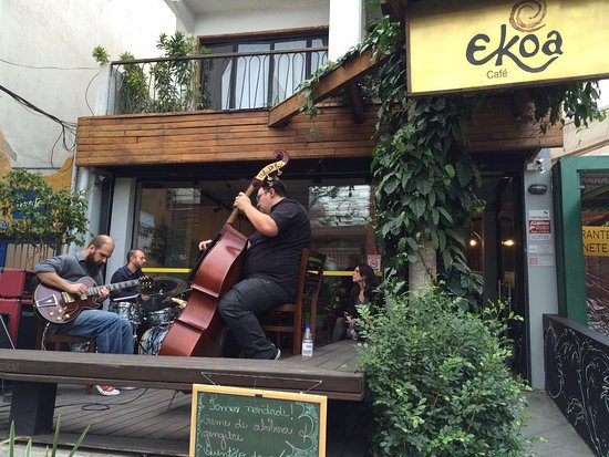 Ekoa Café : front porch, there was a band on Saturday!!!