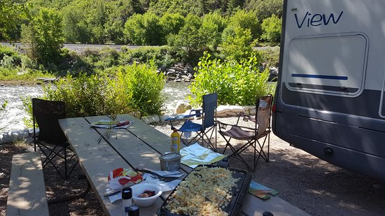 Glenwood Canyon Resort: Campsite on the river