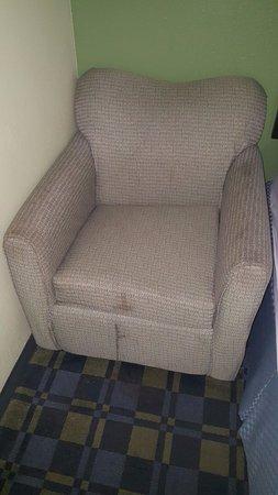 Lakewood, OH: völlig verdreckter Sessel