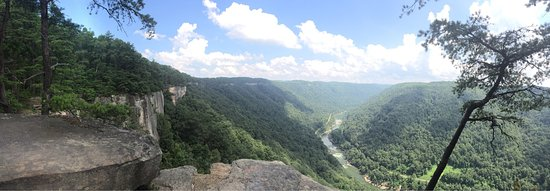 Endless Wall Trail: Diamond Point's overlook is great! The hike is fairly easy and well marked. The view is well wor