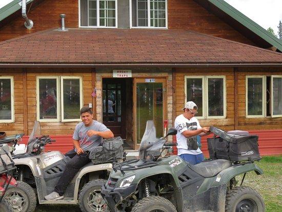 Talkeetna, AK: We got to visit Dennis' beautiful home.