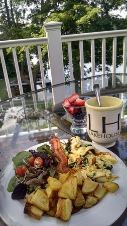 Lee, MA : Breakfast overlooking Laurel Lake - divine.