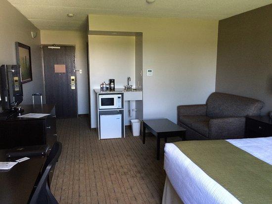 Best Western Pembroke Inn & Conference Centre: Room looking in from window