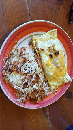 Lava Hot Springs, ID: Omelette and hashbrowns.