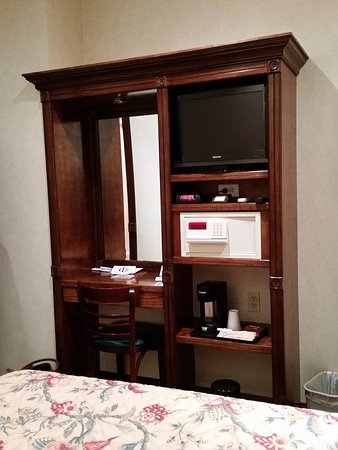 Hotel 31: Dressing Table, LCD Tv, Coffee Making Facility, Safe Box