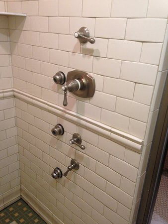 Woodcliff Hotel and Spa: Shower in the Victorian Suite