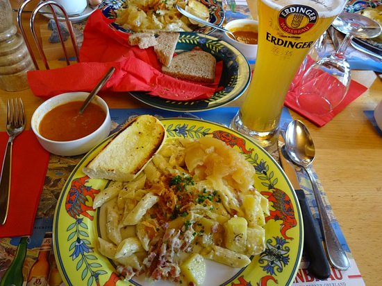 Altdorf, İsviçre: スープにパン・アスペンマカロニとビール