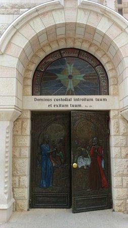Church of Saint Peter in Gallicantu : una puerta misteriosa