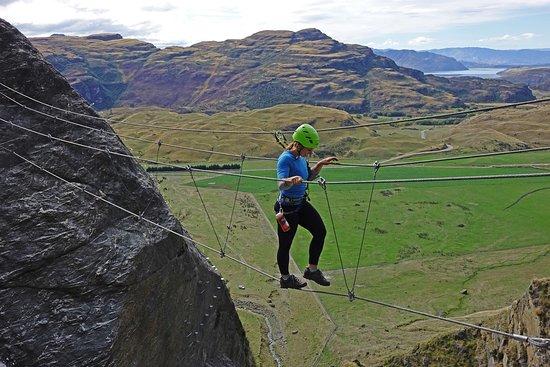 วานากา, นิวซีแลนด์: Wildwire Wild Thing Climb - crossing the 3-wire bridge