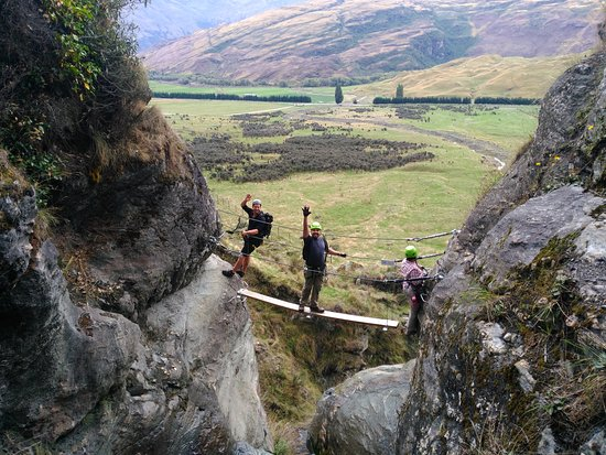 วานากา, นิวซีแลนด์: Wildwire Wanaka Go Wild Climb -  crossing bridge 1