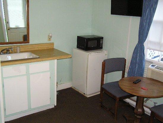 Brookside Motel & Cottages