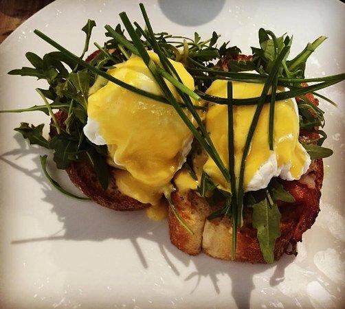 Concord, Austrália: Eggs Benedict with Bacon