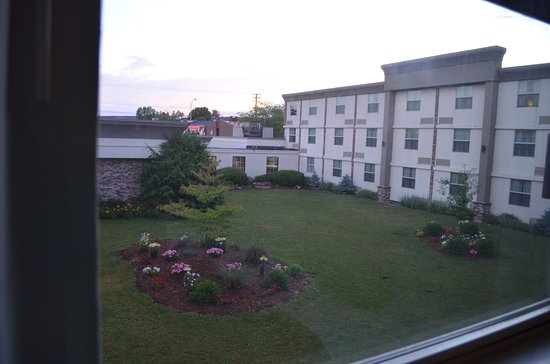 BEST WESTERN PLUS Waterville Grand Hotel: View of courtyard from room