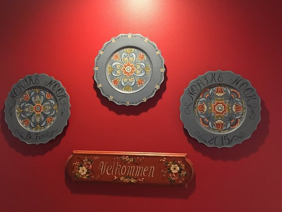 DeForest, Ουισκόνσιν: I love the artwork and decorations here. My parents were of Norwegian ancestry. The food was exc