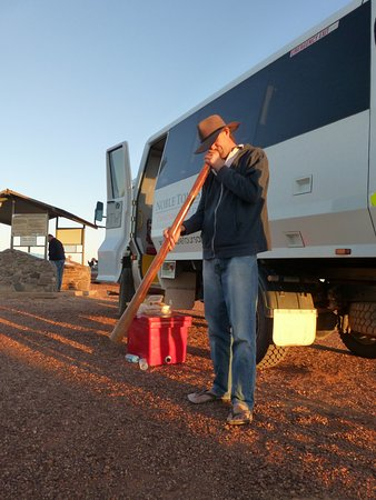 Coober Pedy, Αυστραλία: Aaron demonstrating how to play a didgeridoo