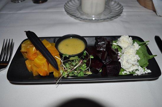 Arroyo Seco, NM: Beet salad: beautiful presentation