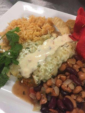 Ingram, TX: SERVING GOOD QUALITY FOOD !
