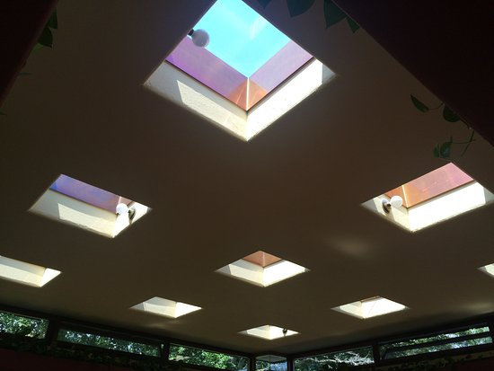 Independence, IA: Living room ceiling