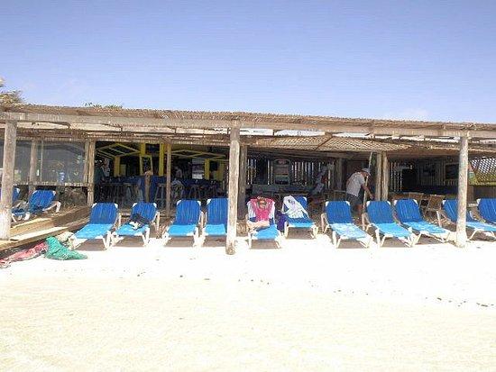 Lac Bay: full sun or shaded beach chairs