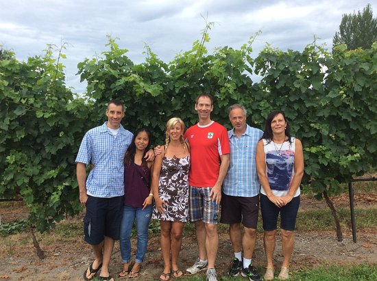 Summerland, Canada: Our wonderful tour group in front of the grape vines at Summer Gate Winery.