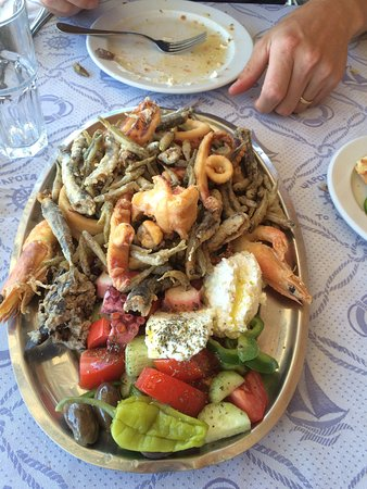 To Limani: Plate of mixed seafood. Mostly little fish though.