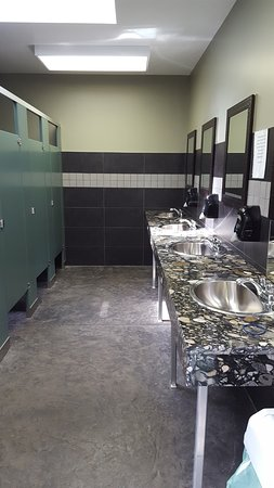 Comox, Canada: I've never seen a nicer campground bathroom!