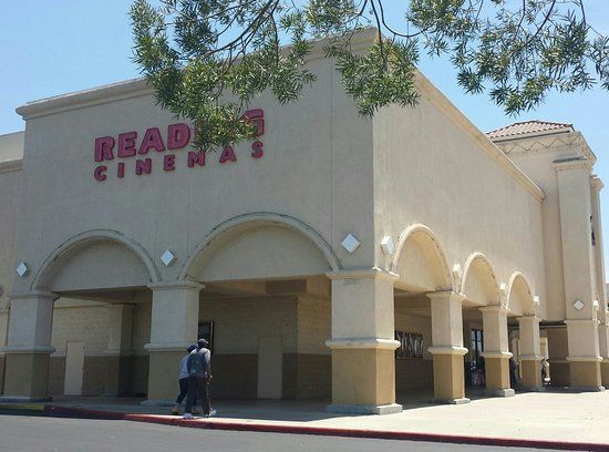 Murrieta, CA: Reading Cinemas Cal Oaks 17