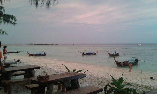 Phi Phi Paradise Pearl Resort: 20160722_185357_large.jpg