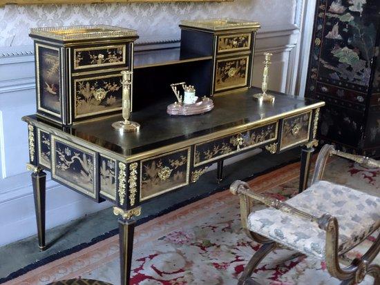 Valencay, فرنسا: bureau à gradin en laque du Japon(Louis XVI)