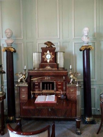 Valencay, فرنسا: grand secrétaire en acajou et bronze doré offert par Murat