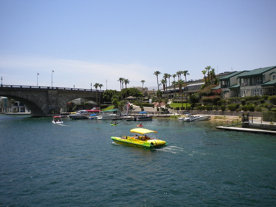 Lake Havasu City, AZ: Awesome site seen while taking the boat to the casino.