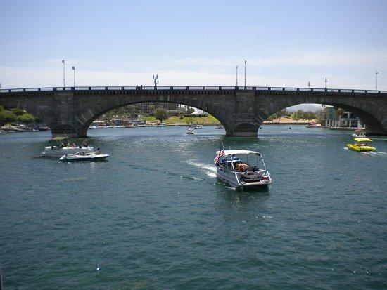 Lake Havasu City, AZ: Boats coming and going under London Bridge
