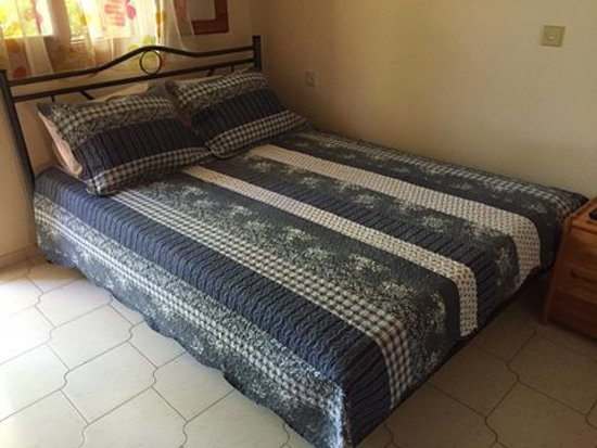 Kakovatos, กรีซ: Υπνοδωμάτιο με δυπλό και μονό κρεβάτι