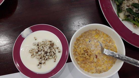 ميركيور باتايا: Breakfast