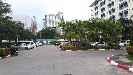 Mercure Pattaya Hotel: Parking