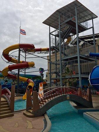Surin, Thailand: Saran Water Park big slide