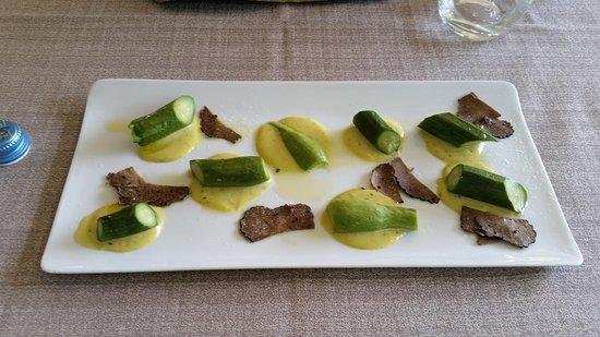 Condove, Italia: Carpione di zucchini , uovo e tartufo nero