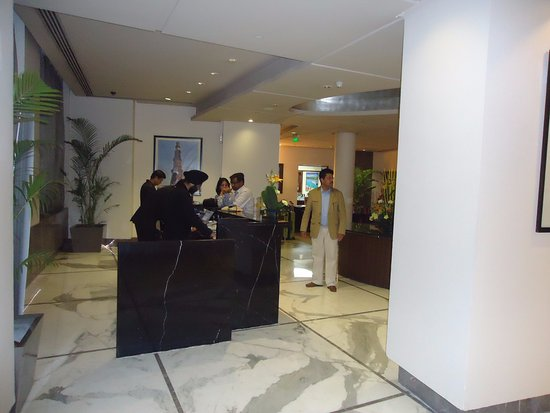 Radisson Blu Marina Connaught Place: reception desk