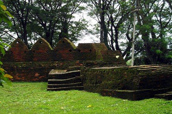 Chiang Saen, Thailand: old walls