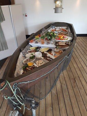 Bogense, Дания: Fiskebuffet. Alle de kolde retter.