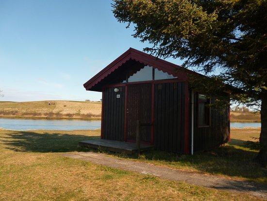 Hella, أيسلندا: Domek tuż nad rzeką