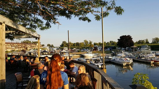 Bowmanville, Canada: Bobby C's Dockside