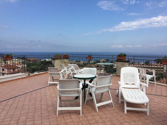 La Culla: Great stay...clean, quiet and great location in Sorrento.