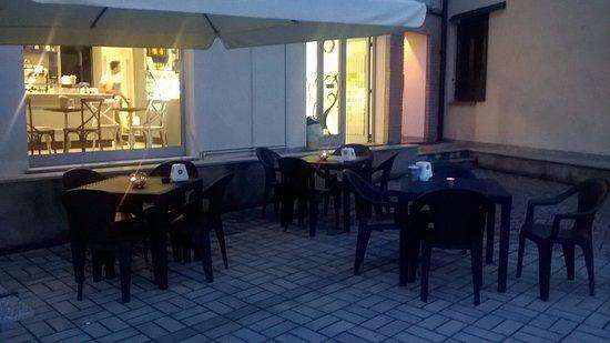 Casnate Con Bernate, Italia: Piacevole spazio esterno