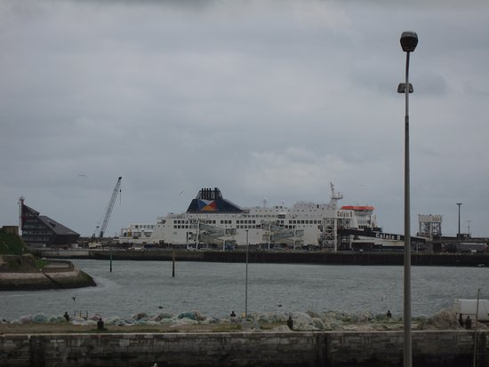 Holiday Inn - Calais : FERRY VIEW FROM HOTEL