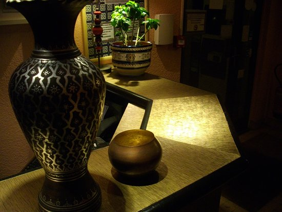 green hotels sainte genevieve hotel sainte genevi ve des. Black Bedroom Furniture Sets. Home Design Ideas