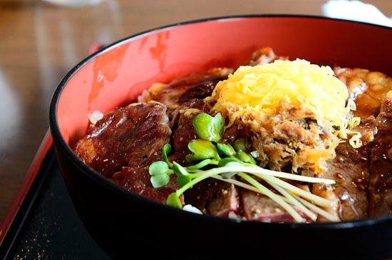 Yonezawa, Japão: 牛排丼