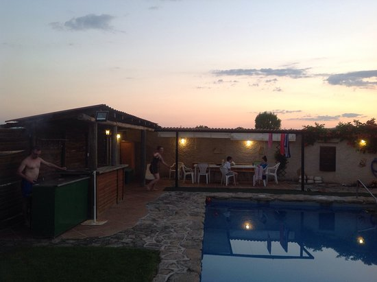 Provincia de Ávila, España: The pool area was great, day and night.