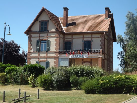 Briennon, France: Mairie nearby